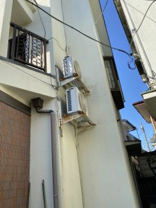 杉並区エアコン工事、室外機壁面設置